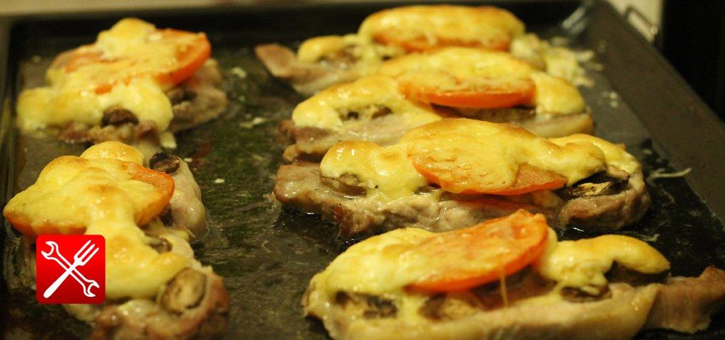 Мясо по-французски в духовке помидорами с пошаговыми