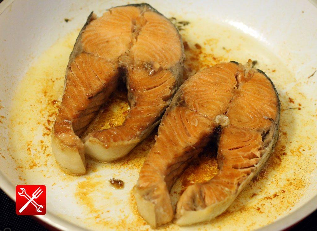 Вкусные стейки из кеты на сковороде